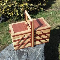 3-tasandiline käsitöökast (pöök, mahagon)