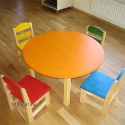 Ümmargune laud ja 4 tooli