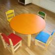 Ümmargune laud ja 4 tooli.png
