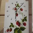Puidust seinakell Maasikad.png